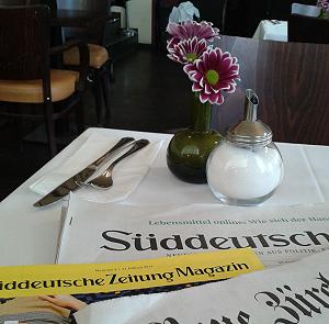 Tisch im Leipziger Telegraf [hprfoto]